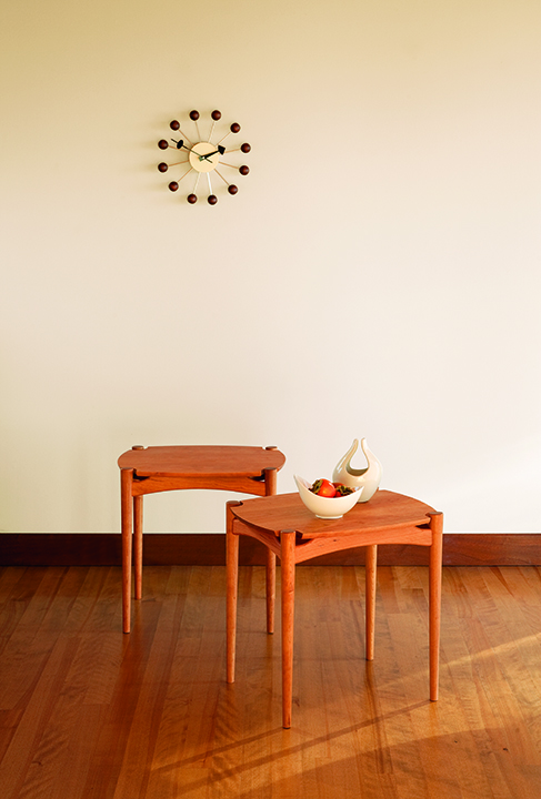 Ellipse End Table in Cherry