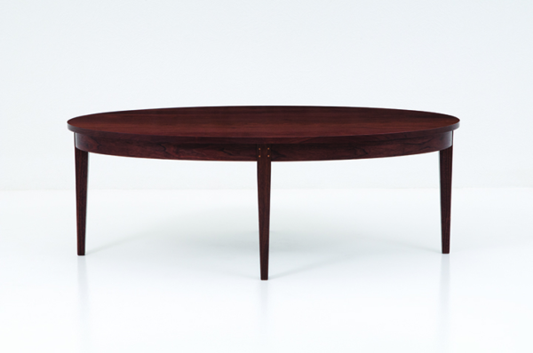 Oval Ring Coffee Table in Walnut