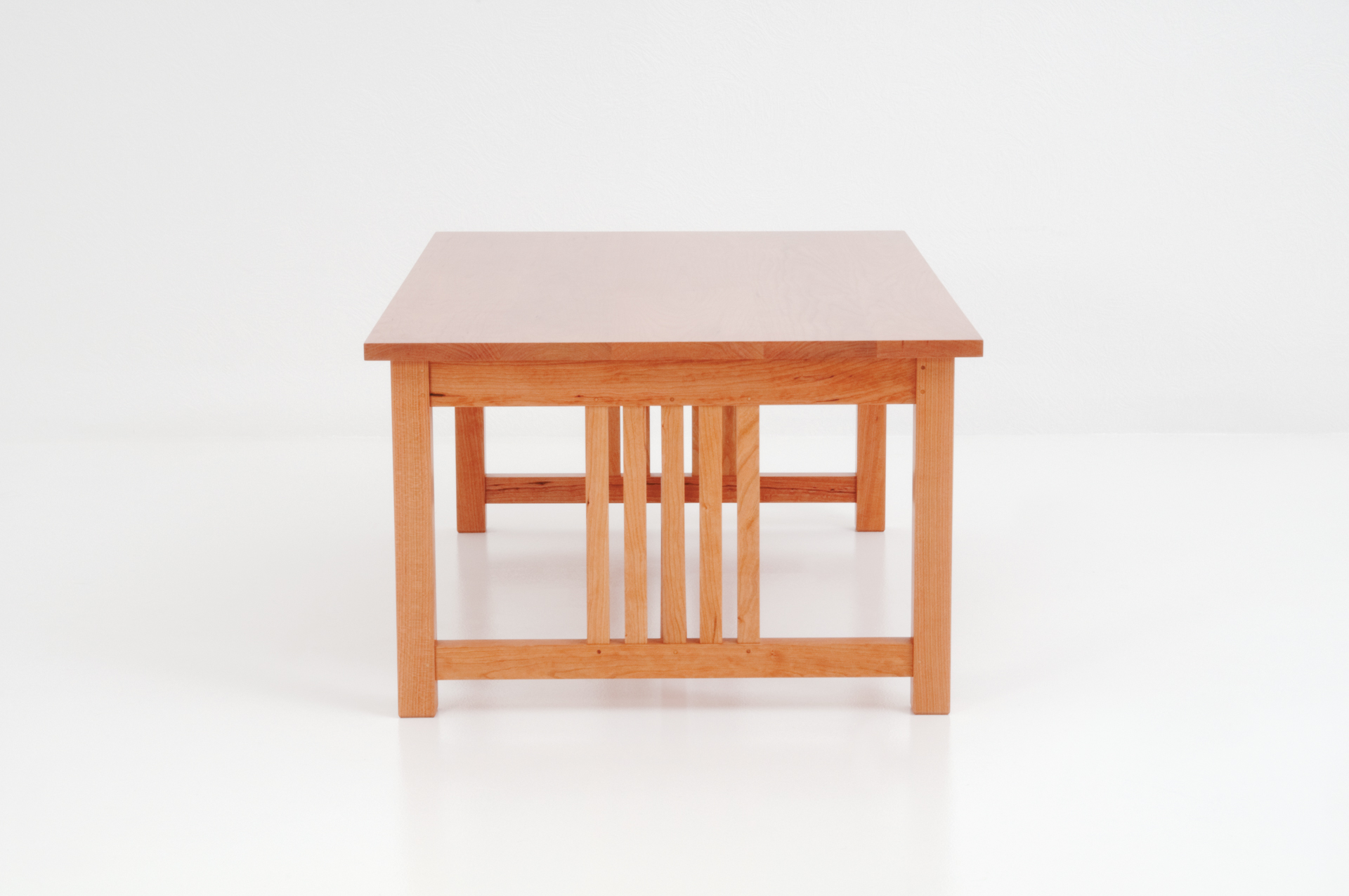 Delicieux Readers Table