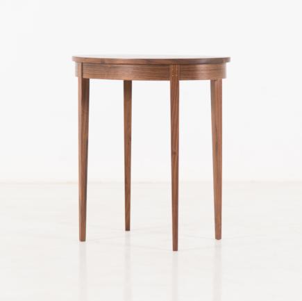 Table Minimus Oval in Walnut