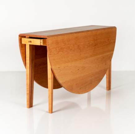 Studio table in Cherry